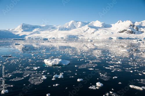 Valokuvatapetti Paradise bay in Antarctica