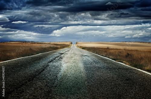 Valokuva  Old dramatic asphalt road