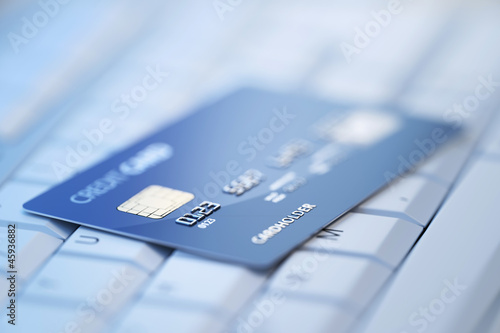 Fotografía  Credit card on computer keyboard