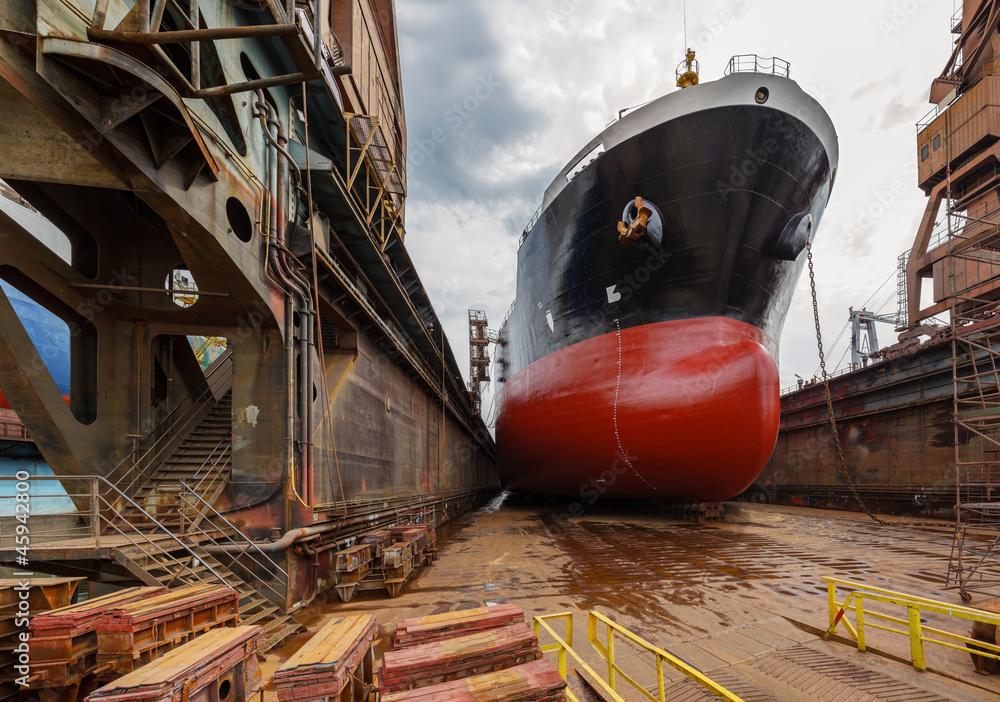 Fototapety, obrazy: Duży tankowiec w stoczni Gdańsk