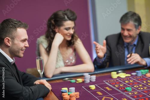 Photo  Men and woman talking at craps game