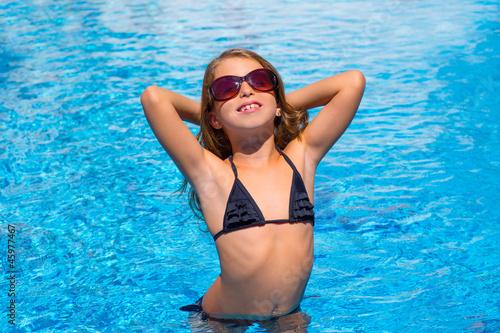 Obraz bikini kid girl with sunglasses in blue pool - fototapety do salonu