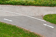 Fahrradweg mit Pfeilen