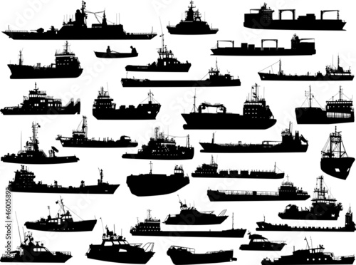 Obraz na płótnie Set of 32 silhouettes of sea yachts, towboat and the ships