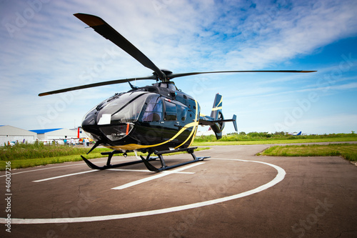 Foto op Plexiglas Helicopter Light helicopter for private use