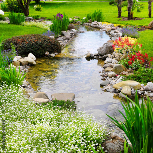 Foto op Canvas Bleke violet Spring flowers in the Asian garden