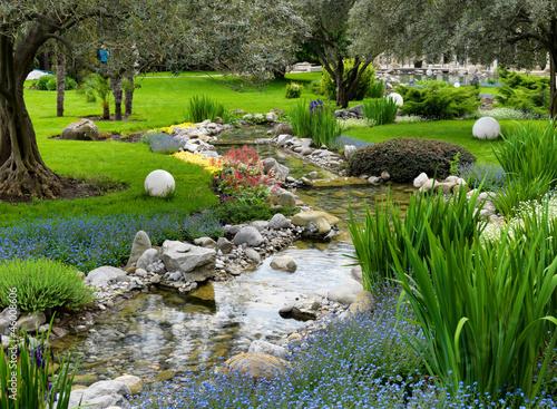 Printed kitchen splashbacks Khaki garden with pond in asian style