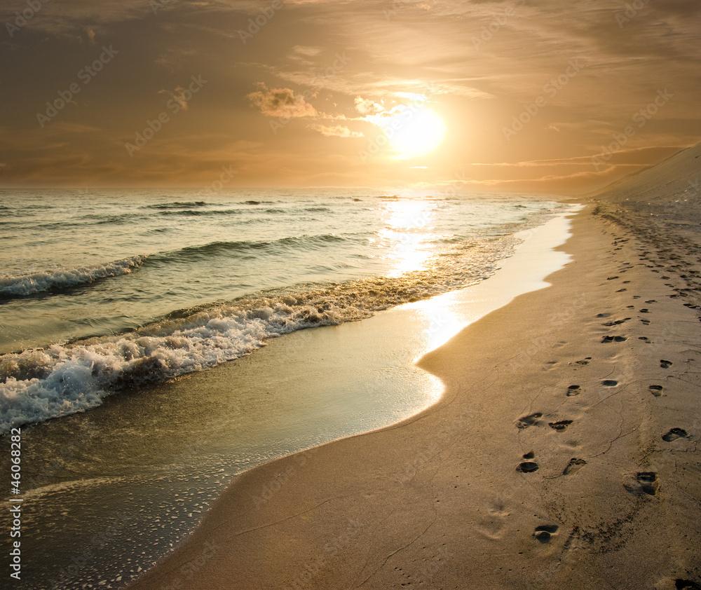 Foto Rollo Basic - Golden Sunset On The Sea Shore