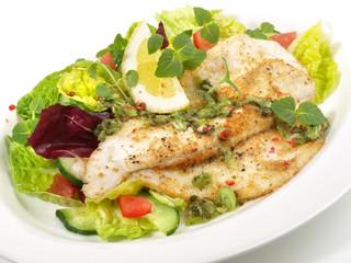 Fototapeta Fischfilet auf Salat
