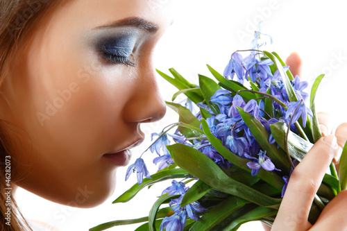 Fototapeta Beautiful teen girl smell and enjoy fragrance of snowdrop flower obraz