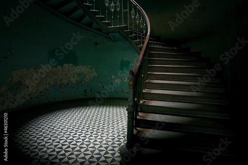 Obraz Tajemnicze schody - fototapety do salonu