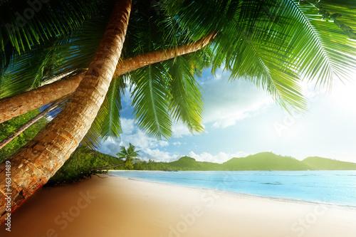 zachod-slonca-na-plazy-wyspa-mahe-seszele