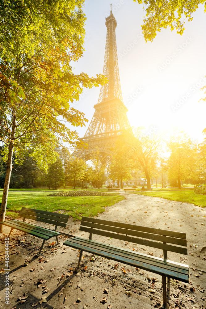 Fototapety, obrazy: Wieża Eiffla w słońcu Paryż