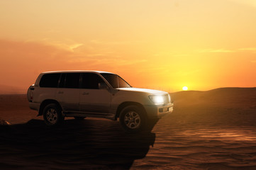 Fototapeta na wymiar Offroadcar in the Desert