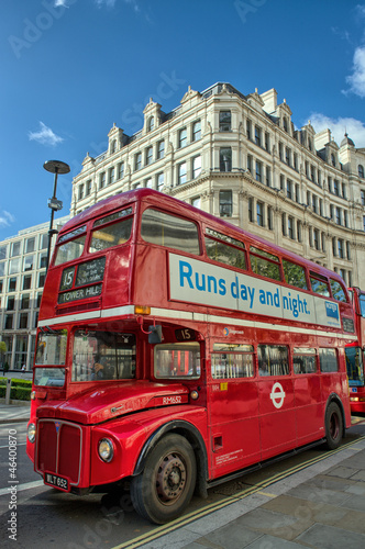 Photo  LONDON, SEP 28: Red double decker bus speeds up on the streets o