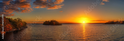 Foto op Aluminium Zee zonsondergang Autumn Sunset