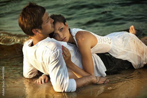 Nowoczesny obraz na płótnie Intimacy on the beach