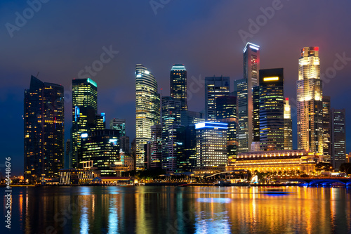 Poster Singapore Singapore skyline at night.