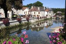 Essoyes_beau Village Au Bord De La Rivière Ource