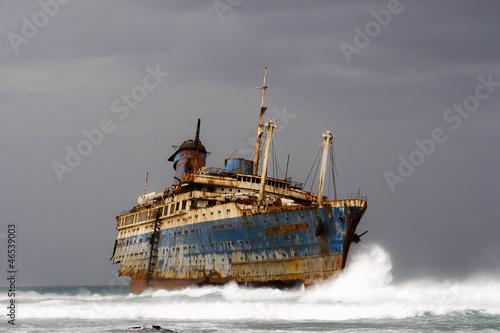Photo Stands Shipwreck Gestrandetes Kreuzfahrtschiff American Star auf Fuerteventura