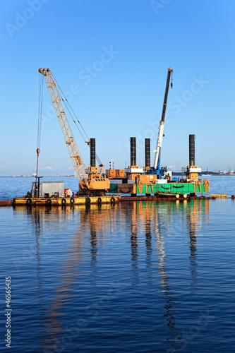 Fényképezés  Floating dredging platform