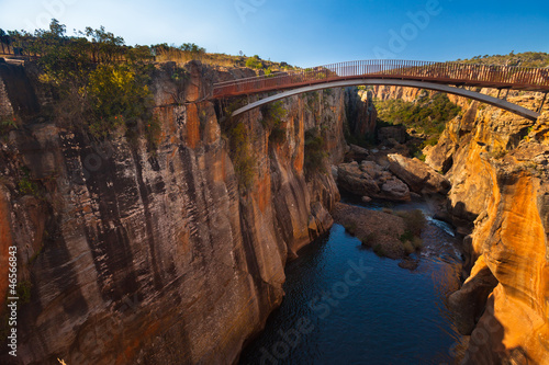 Staande foto Zuid Afrika Bourke's Luck Potholes bridge