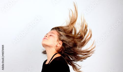 Valokuva  Petite fille cheveux au vent