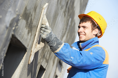 Fotografia  facade builder plasterer at work