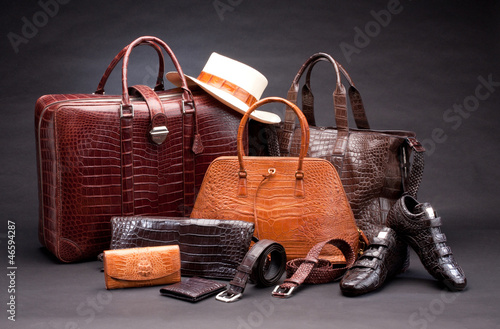Fotografía  Set of products which made of crocodile leather