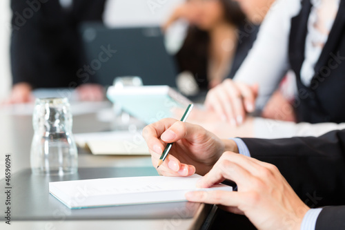 Fototapeta Geschäftsleute in einem Business Meeting im Büro obraz na płótnie