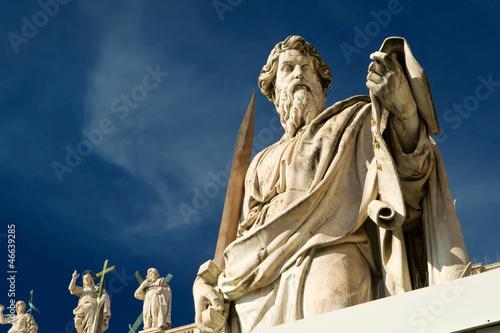 Fotomural  Statue of Apostle Paul in front of the Basilica of St. Peter, Va