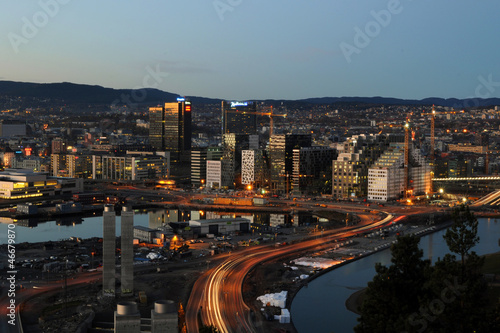 Photo  Business district of Oslo in the evening