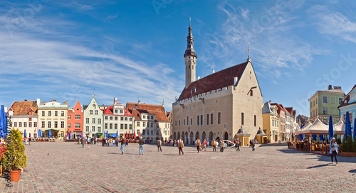Stampa su Tela Tallinn Town Hall and Town Hall Square. Stitched Panorama