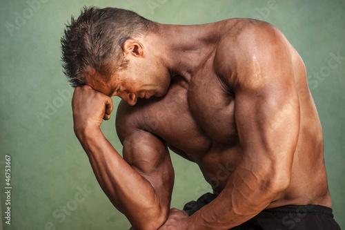 athlète dans la position du penseur Wallpaper Mural