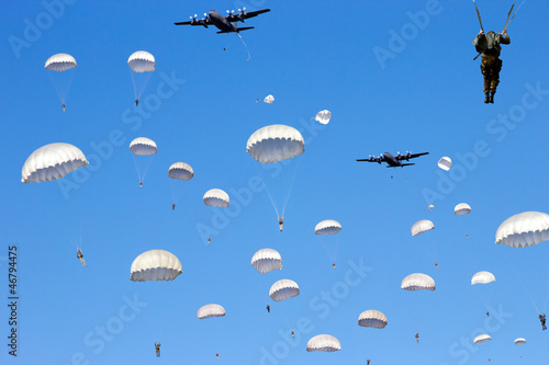 paratrooper dropping Canvas Print
