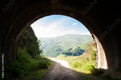 Fotografia Light at the end of an abandoned train tunnel