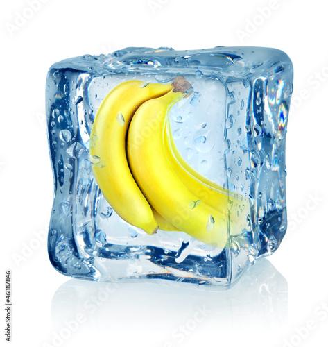 Staande foto In het ijs Ice cube and banana