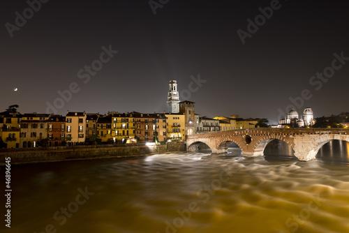 ponte-pietra-noca-werona-wlochy