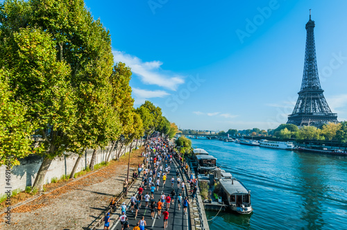Tablou Canvas people running paris marathon france