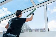 Sorgfältige Fensterreinigung
