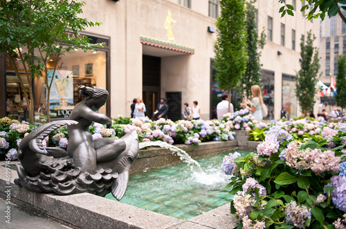 Plakát  Rockefeller Center fountain on Fifth Avenue, NYC.