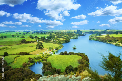 Tuinposter Nieuw Zeeland Picturesque landscape with river