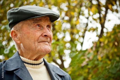 Photo  Elderly man