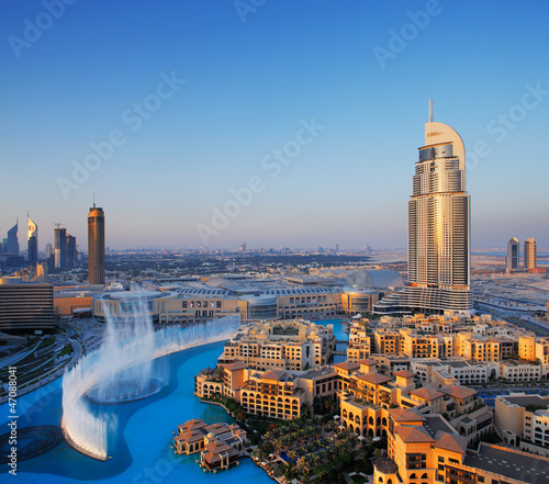 Tuinposter Dubai Downtown Dubai with its famous dancing water fountain