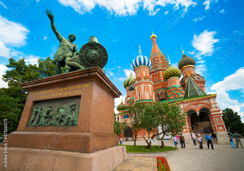 Платно  Monument to Minin and Pozharsky on the Red Square in Moscow Russ