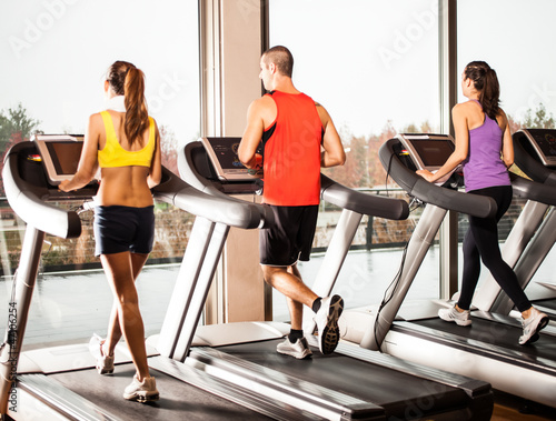 Valokuva  People running on treadmills