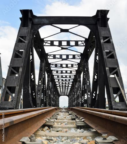 stary-kolejowy-most-w-niskiego-kata-widoku