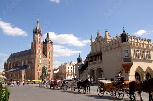 Photo sur Toile Cracovie Marienkirche und Tuchhallen - Krakau - Polen