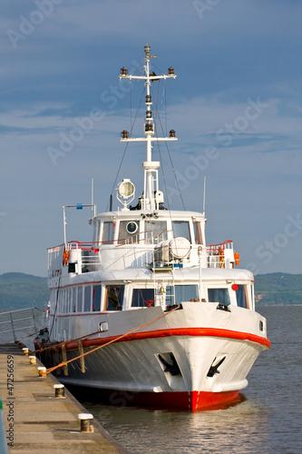 statek-wycieczkowy-w-doku