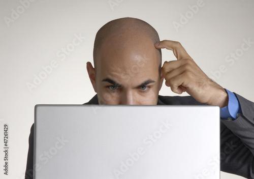 Fotografie, Obraz  Joven ejecutivo trabajando en un ordenador,computadora